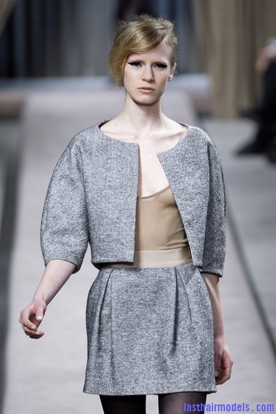 Giambattista+Valli+Fall+2010+tRXnqBU8bECl Messy side partitioned ponytails: Fluffy and messy looks on the row!