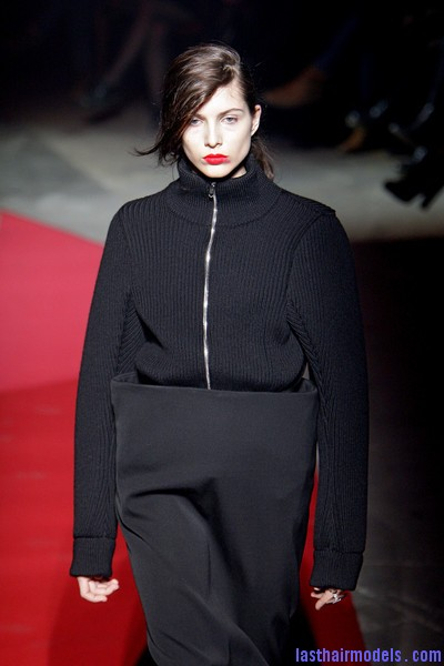 Maison+Martin+Margiela+Fall+2010+JWbqJe pk Ol  Sleek Side swept hairstyle: Tied at the back!