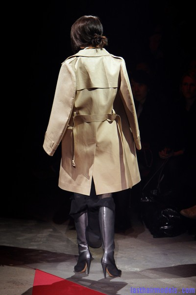 Maison+Martin+Margiela+Fall+2010+gyqMPegRppUl  Sleek Side swept hairstyle: Tied at the back!