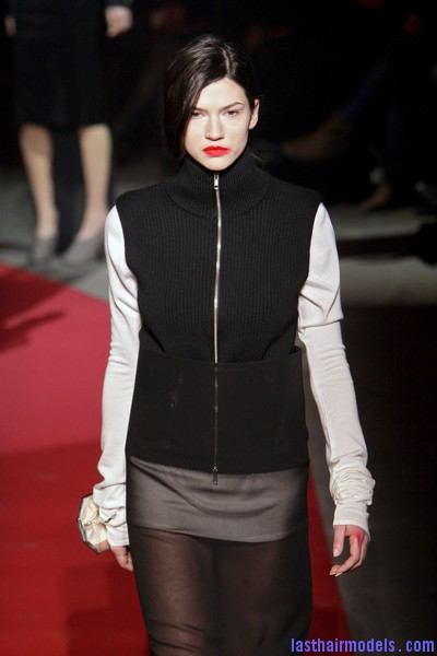 Maison+Martin+Margiela+Fall+2010+iKYt0xrJa9ol  Sleek Side swept hairstyle: Tied at the back!