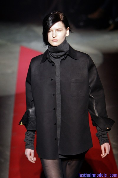 Maison+Martin+Margiela+Fall+2010+tri8G1UWh0Kl  Sleek Side swept hairstyle: Tied at the back!