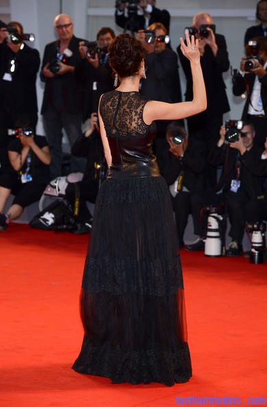 Olga+Kurylenko+Wonder+Premiere+69th+Venice+ZwhcaZ7CHsol Olga Kurylenko's curled updo: Making the most in panache!