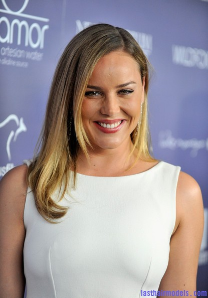 Abbie+Cornish+Dresses+Skirts+Cocktail+Dress+OUT3oOEzgapl Abbie Cornish's simple straight loose hair: Straight sleekness!