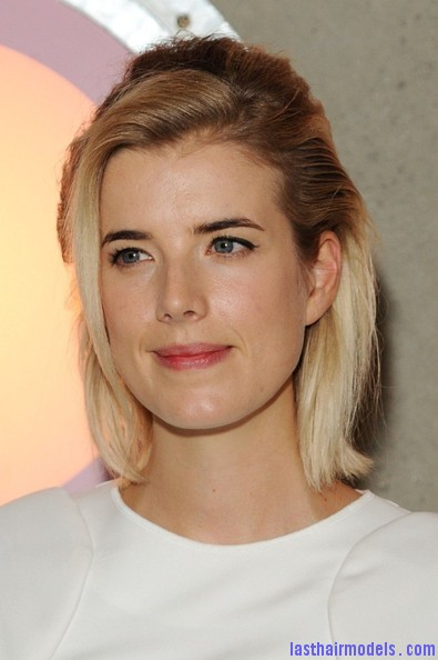 Agyness+Deyn+Updos+Half+Up+Half+Down+H3OcukGl5Grl Agynesss side swept half tie:  Every inch feminine!