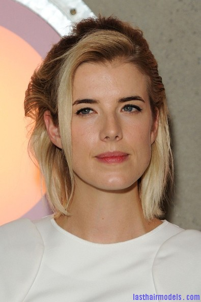 Agyness+Deyn+Updos+Half+Up+Half+Down+ue1yyOnHPI l Agynesss side swept half tie:  Every inch feminine!