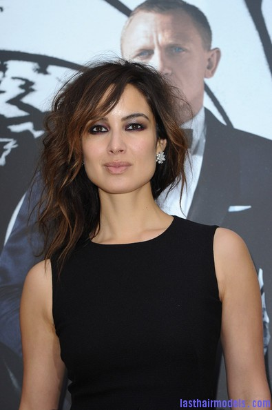 Berenice+Marlohe+Skyfall+Paris+Photocall+IZZoYwlZLTXl Berenice Marlohe's  loose messy hairstyle: Using the messy trend to perfection!