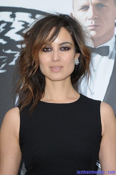 Berenice+Marlohe+Skyfall+Paris+Photocall+cfA kaDBRW6l Berenice Marlohe's  loose messy hairstyle: Using the messy trend to perfection!