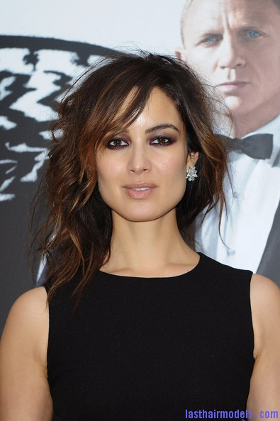 Berenice+Marlohe+Skyfall+Paris+Photocall+mjKC3g 7x Pl Berenice Marlohe's  loose messy hairstyle: Using the messy trend to perfection!