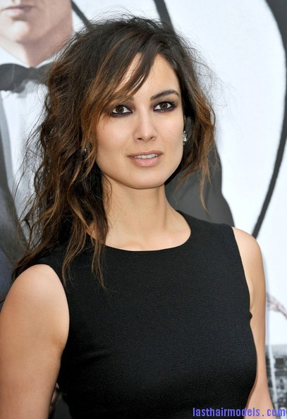 Berenice+Marlohe+Skyfall+Photocall+Paris+DvnfP0CHnDcl Berenice Marlohe's  loose messy hairstyle: Using the messy trend to perfection!