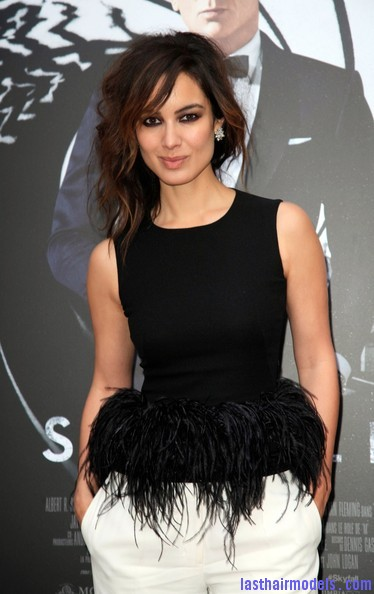 Berenice+Marlohe+Skyfall+Stars+Paris+Ge1A 5sBUNYl Berenice Marlohe's  loose messy hairstyle: Using the messy trend to perfection!