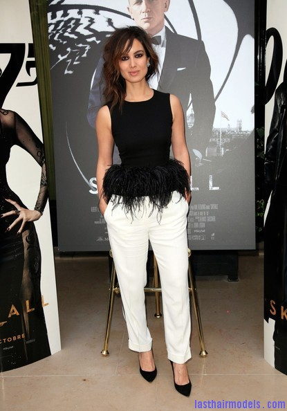 Berenice+Marlohe+Skyfall+Stars+Paris+bc2cR2OTsJpl Berenice Marlohe's  loose messy hairstyle: Using the messy trend to perfection!
