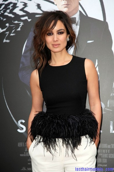 Berenice+Marlohe+Skyfall+Stars+Paris+qIlRh84 a96l Berenice Marlohe's  loose messy hairstyle: Using the messy trend to perfection!