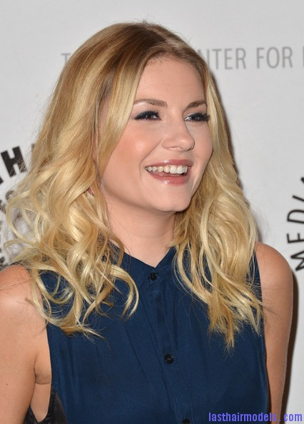 Elisha+Cuthbert+Long+Hairstyles+Long+Curls+ L68smphDbXl Elisha Cuthbert's two toned curly hairstyle: Sleek thin waves!