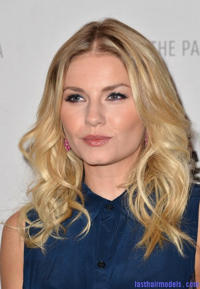 Elisha+Cuthbert+Long+Hairstyles+Long+Curls+wBIoD5Eq55Hl Elisha Cuthbert's two toned curly hairstyle: Sleek thin waves!