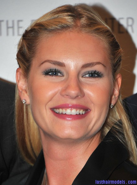 Elisha+Cuthbert+Makeup+Pink+Lipstick+np9S9hnUUC6l Elisha Cuthberts pencil roll hairstyle: Center partitioned hairstyle!