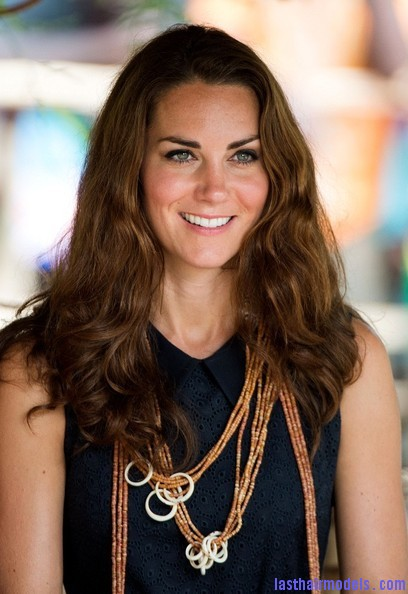 Kate+Middleton+Long+Hairstyles+Long+Wavy+Cut+AmpVgyOlApZl Kate's messy wavy look: Great sense of an outing!
