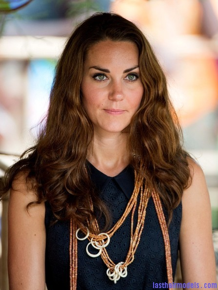 Kate+Middleton+Long+Hairstyles+Long+Wavy+Cut+Dv3k10XvmNYl Kate's messy wavy look: Great sense of an outing!