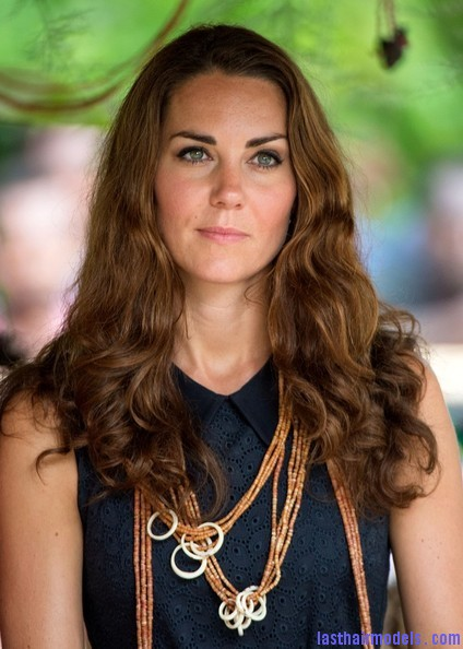 Kate+Middleton+Long+Hairstyles+Long+Wavy+Cut+iNP5qMknvUIl Kate's messy wavy look: Great sense of an outing!