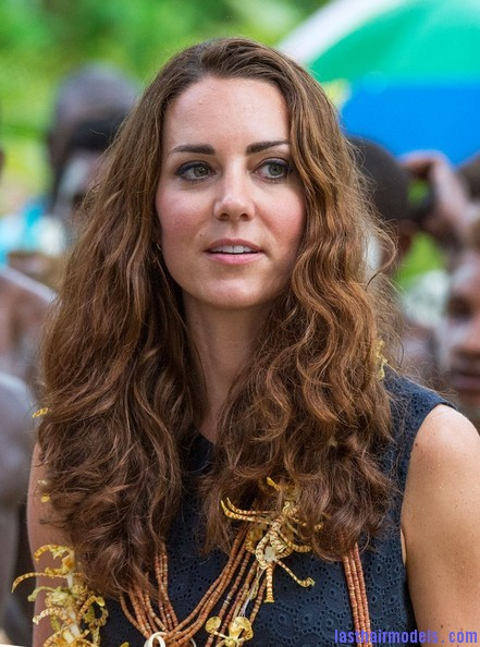 Kate+Middleton+Long+Hairstyles+Long+Wavy+Cut+xj 9Hoa4Bhvl Kate's messy wavy look: Great sense of an outing!