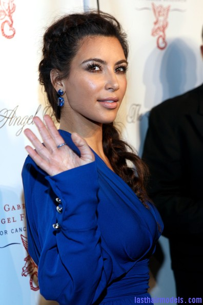 Kim+Kardashian+Long+Hairstyles+Long+Braided+7FFonqIwvcOl Kim's side plait: Messy style in elegance!!