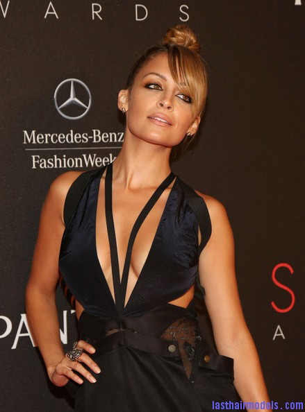 Nicole+Richie+9th+Annual+Style+Awards+Arrivals+A7h6KMxe3 il Nicole Richie's apple top bun with front bangs: Different style statement!