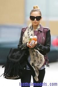 Nicole+Richie+Scarves+Patterned+Scarf+Q9MPjjrm26Gl 200x300 Nicole+Richie+Scarves+Patterned+Scarf+Q9MPjjrm26Gl