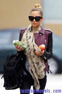 Nicole+Richie+Scarves+Patterned+Scarf+R9xua1WwYcYl 200x300 Nicole+Richie+Scarves+Patterned+Scarf+R9xua1WwYcYl