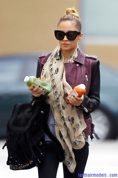 Nicole+Richie+Scarves+Patterned+Scarf+R9xua1WwYcYl Nicole Ritchie's Top of the head knot: Clean swept up knot!!