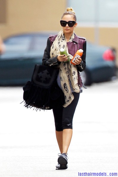 Nicole+Richie+Scarves+Patterned+Scarf+eOBGe hZhmKl Nicole Ritchie's Top of the head knot: Clean swept up knot!!