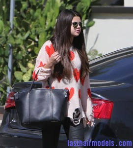 Selena+Gomez+Justin+Bieber+Sky+High+Sports+o6BS I9nG6ql 271x300 Selena+Gomez+Justin+Bieber+Sky+High+Sports+o6BS I9nG6ql