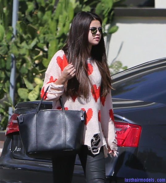 Selena+Gomez+Justin+Bieber+Sky+High+Sports+o6BS I9nG6ql Selena Gomez's simple straight loose hair: simple and gorgeous!