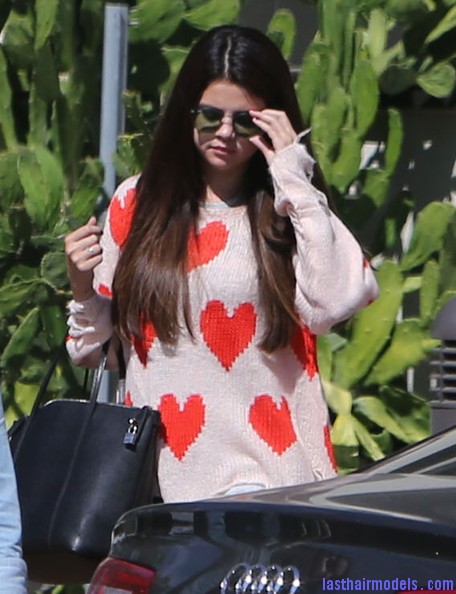 Selena+Gomez+Justin+Bieber+Sky+High+Sports+qtkGkb5JjQKl Selena Gomez's simple straight loose hair: simple and gorgeous!