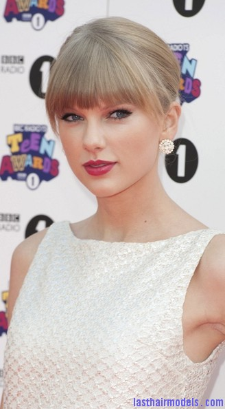 Taylor+Swift+Dresses+Skirts+Cutout+Dress+DBoI3crnF91l Taylor Swift's ponytail bun with bangs: Styled Hair in complete control!!!