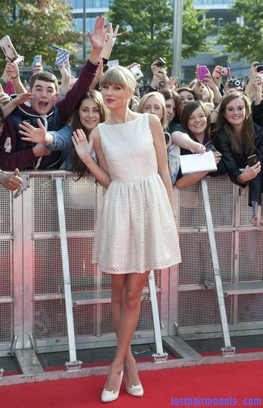 Taylor+Swift+Dresses+Skirts+Cutout+Dress+MDzrt2PaJYsl Taylor Swift's ponytail bun with bangs: Styled Hair in complete control!!!