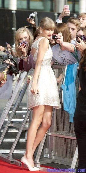 Taylor+Swift+Dresses+Skirts+Cutout+Dress+g2oMpC5nObNl Taylor Swift's ponytail bun with bangs: Styled Hair in complete control!!!
