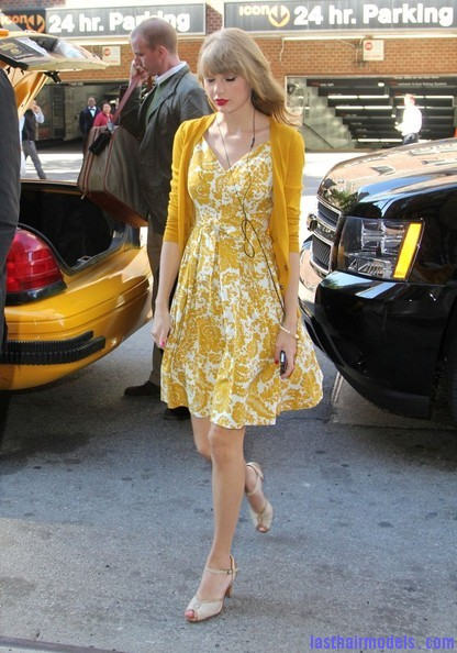 Taylor+Swift+Dresses+Skirts+Print+Dress+99kb9EYx0 ql Taylor Swift's curls with front heavy bangs: Elegance!!!