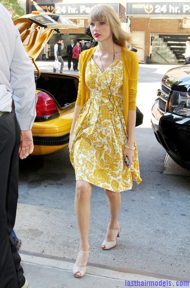 Taylor+Swift+Dresses+Skirts+Print+Dress+T33qOGrw3kEl Taylor Swift's curls with front heavy bangs: Elegance!!!