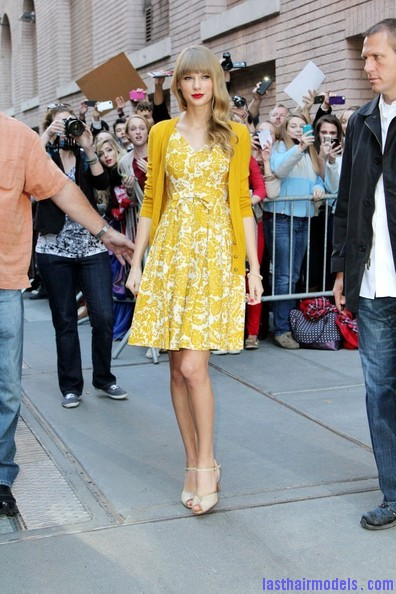 Taylor+Swift+Dresses+Skirts+Print+Dress+nEoOfAG44url Taylor Swift's curls with front heavy bangs: Elegance!!!