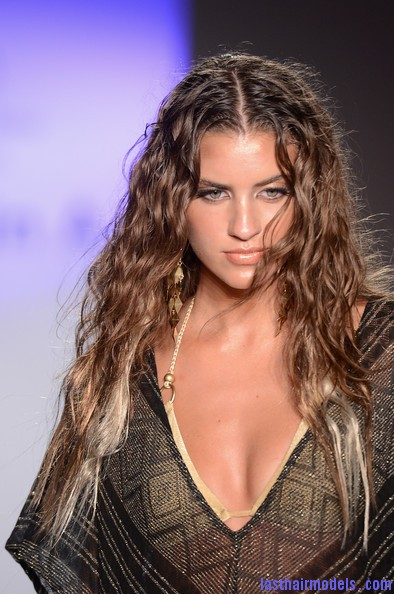Vitamin+Amahlia+Stevens+Mercedes+Benz+Fashion+We5JOIeofBel Crimped hair look: Best of beach wear hairstyles!!