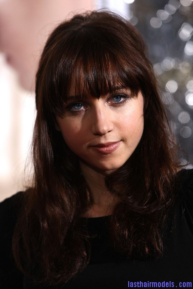 Zoe+Kazan+Long+Hairstyles+Long+Wavy+Cut+Bangs+6OH2EeK5Kfgl Zoe Kazan's wavy half tie: Gorgeous hairstyle with bangs!