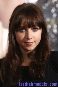 Zoe+Kazan+Long+Hairstyles+Long+Wavy+Cut+Bangs+hBw94uVTE vl 200x300 Zoe+Kazan+Long+Hairstyles+Long+Wavy+Cut+Bangs+hBw94uVTE vl