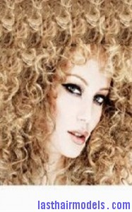 extreme curls7 187x300 Hairstyle With Extreme Curls