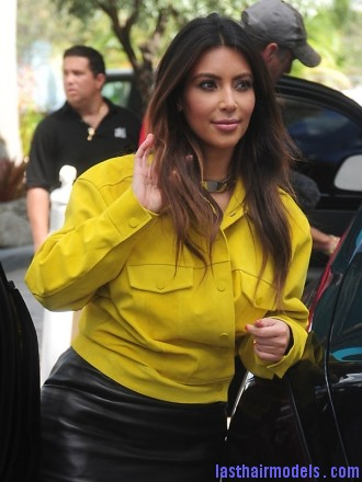 kim kardashian oct17 Kim's simple straight loose hair: Center partitioned sleekness!