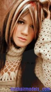 kelly clarkson5 168x300 Kelly Clarkson With Chunky Highlights