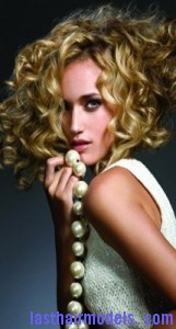side-parted curls2