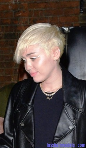 118247, Miley Cyrus heads out of 100 Club after catching a performance by American Hi-Fi in London. London, United Kingdom - Wednesday May 7, 2014. Photograph: © Palace Lee, PacificCoastNews. Los Angeles Office: +1 310.822.0419 London Office: +44 208.090.4079 sales@pacificcoastnews.com FEE MUST BE AGREED PRIOR TO USAGE