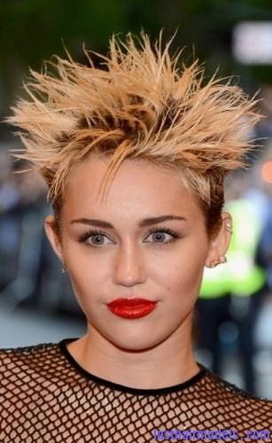 Miley Cyrus Is Wearing A Hairstyle Like Dragon Ball Z Which Can Be Perfect Choice For Those Want To Make Them Look Unique In This The Hair Will